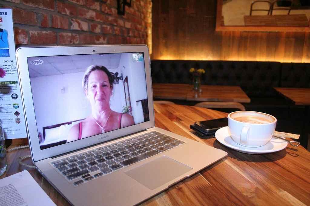 bate-papo por Skype Whats App ou Zoom com familiares ajuda a manter a saude mental